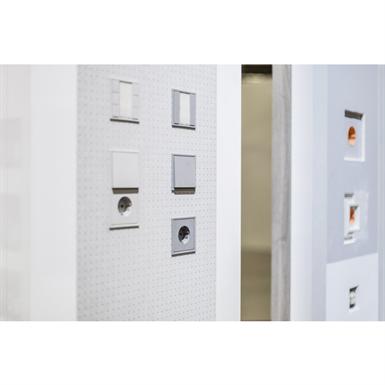 ls range ls zero 3 mm jung kostenfreie bim objekte. Black Bedroom Furniture Sets. Home Design Ideas