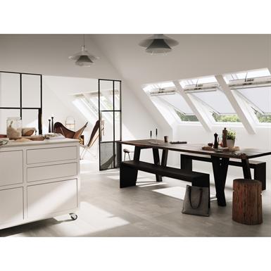 Fen tre de toit motoris e velux integra finition bois for Fenetre de toit ggl
