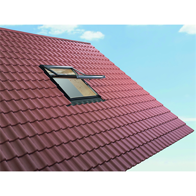 Roto top-third pivot roof window Designo R7 timber